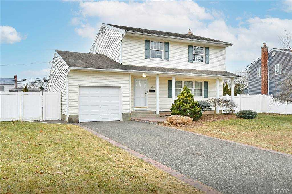 Listing in Commack, NY