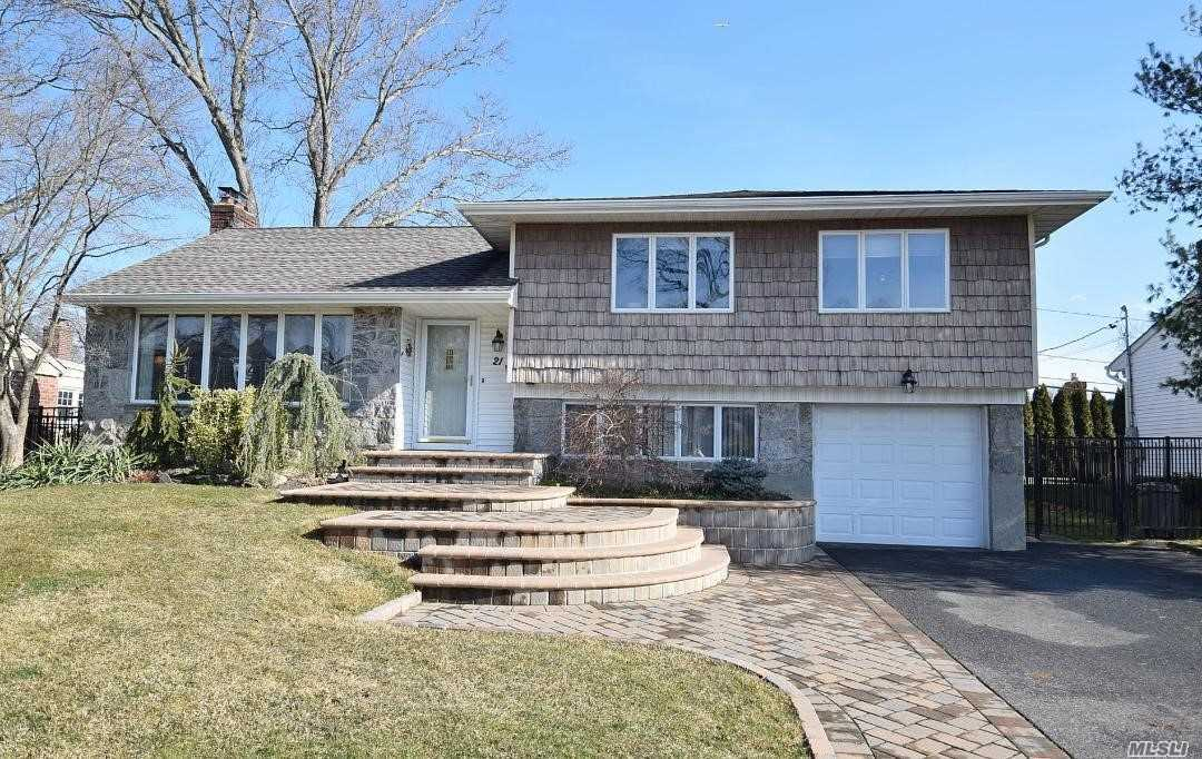 Listing in Old Bethpage, NY