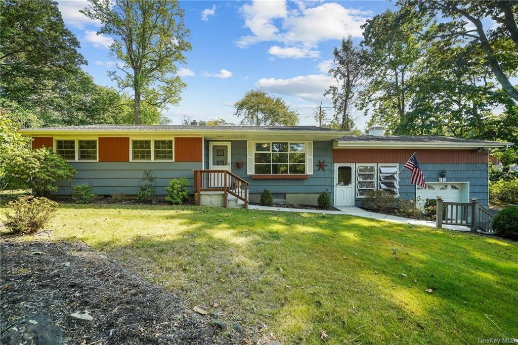 MOVE IN READY and CLEAN AS A WHISTLE!  Easy and Comfortable Living in this Well Maintained Ranch Sty