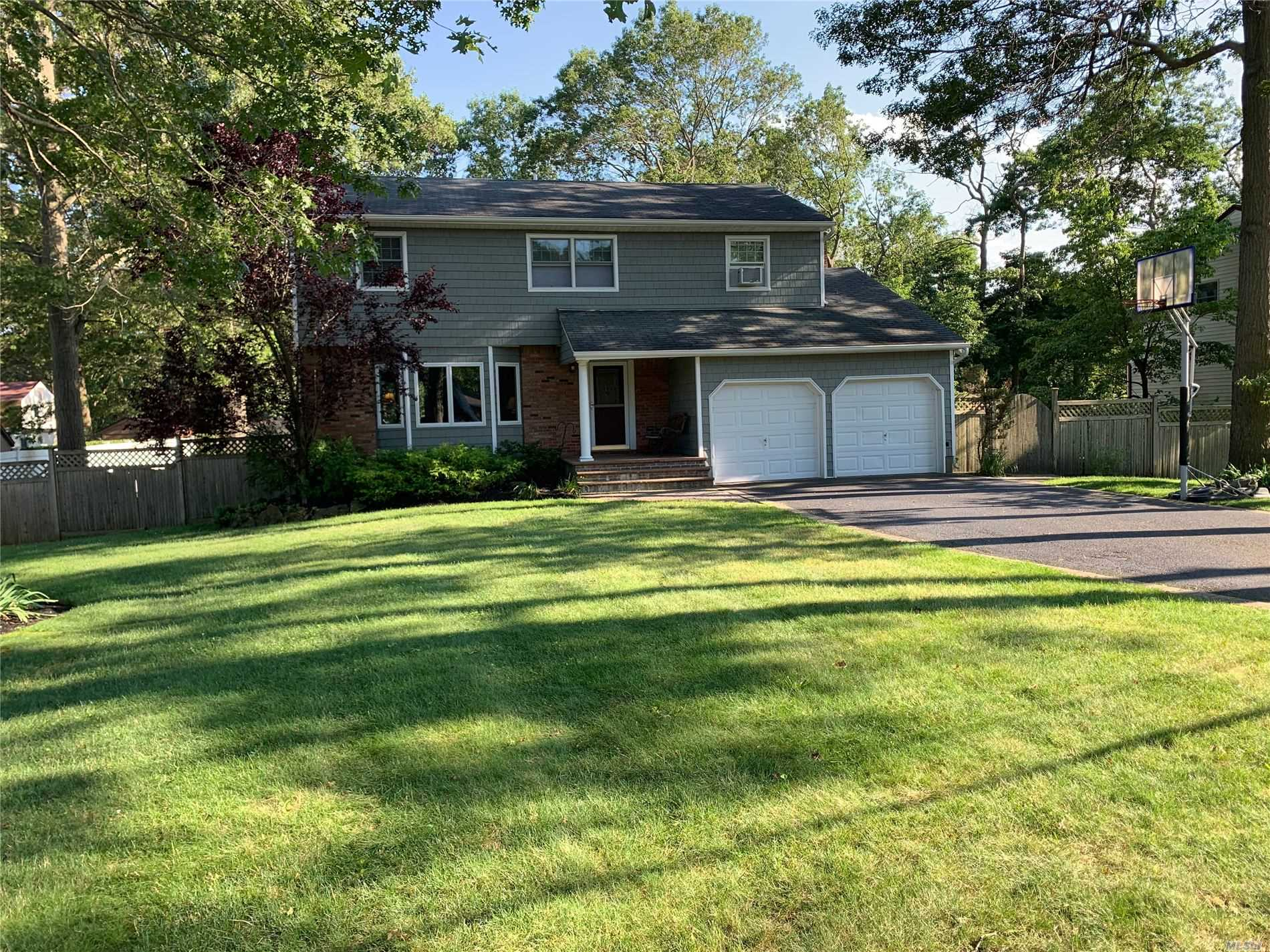 Listing in Lake Grove, NY