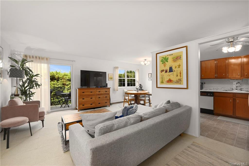 This Is The Hottest Ticket In Town!!!...Wonderful, Bright, Convenient Co-Op In Much Sought After Dov