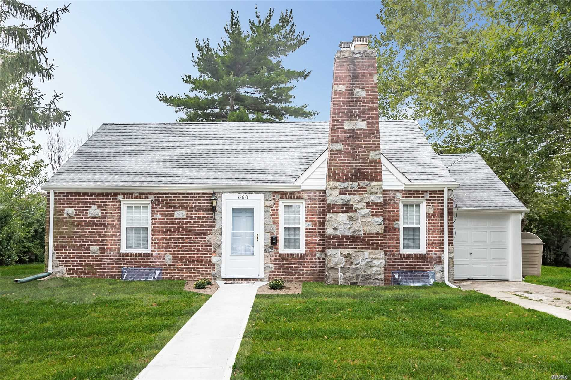 Listing in Uniondale, NY