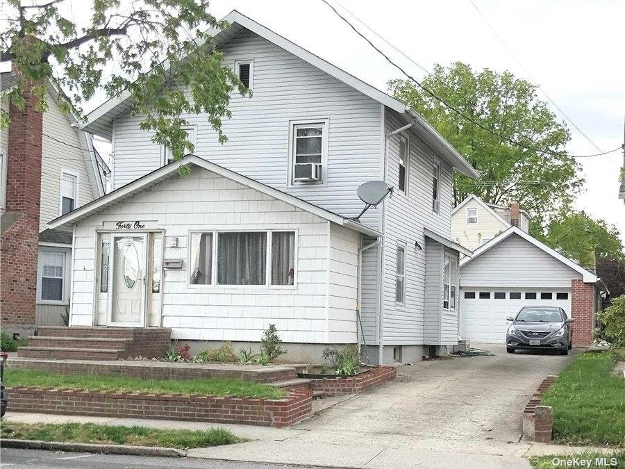 Listing in Floral Park, NY