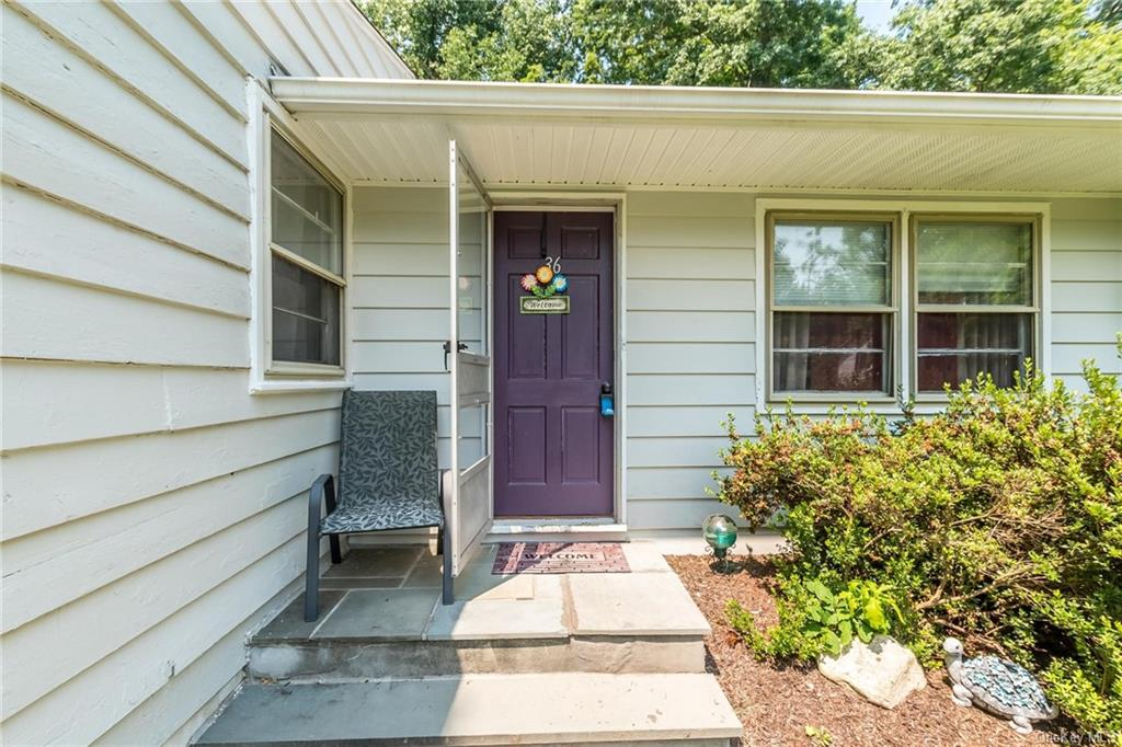 Beautiful home that is waiting for you to make it your own! This well maintained 3 bedroom ranch sty