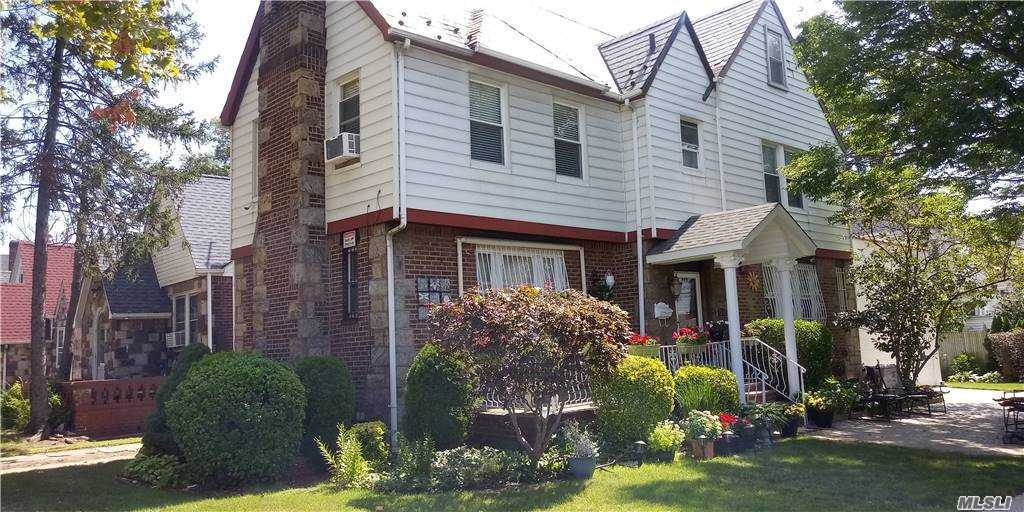 Listing in Jamaica Hills, NY