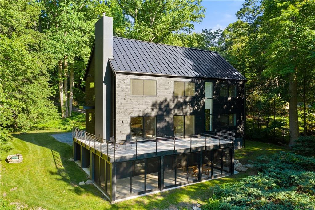 Blending the charm of a traditional barn with the minimalist, clean-style of Scandinavian design, th
