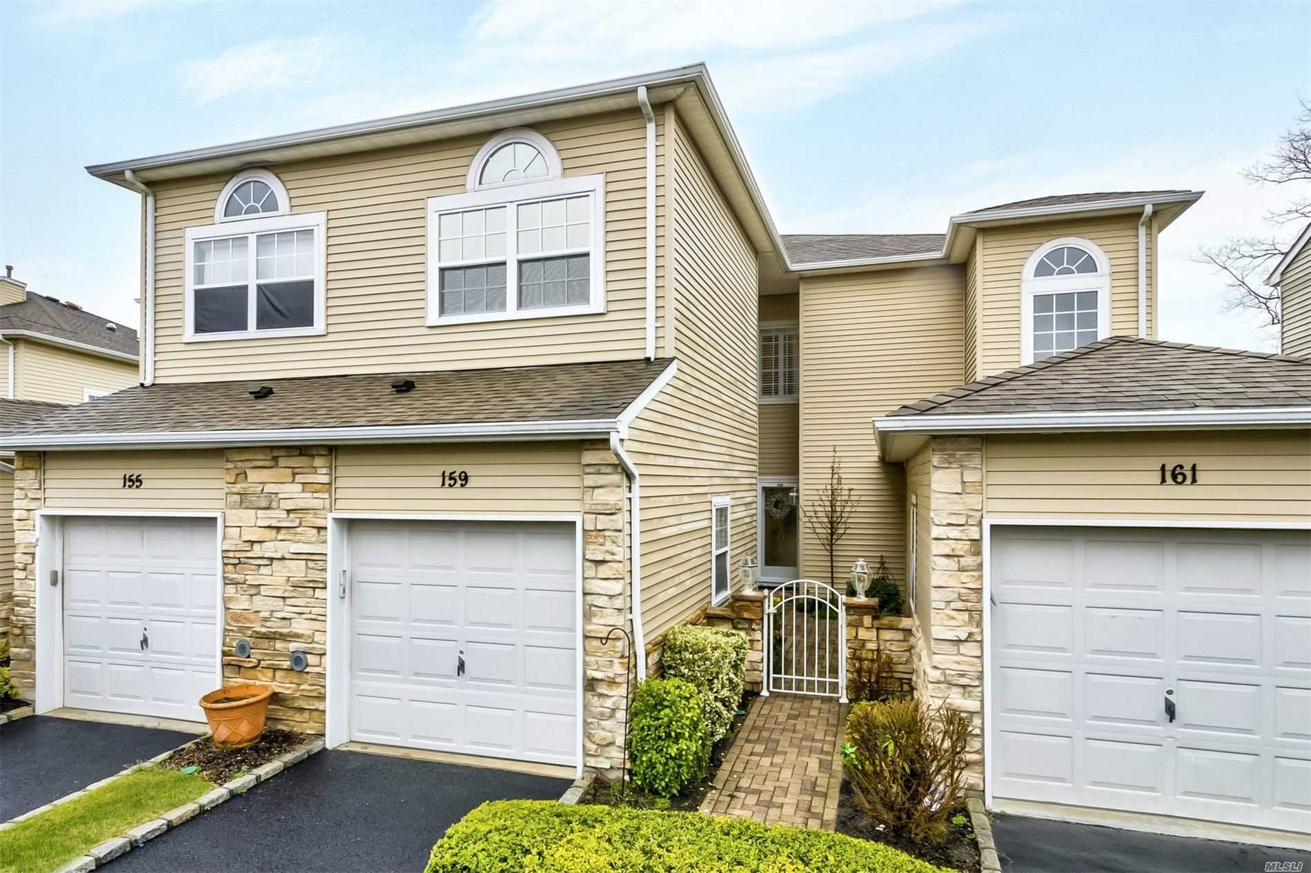 Listing in Hauppauge, NY