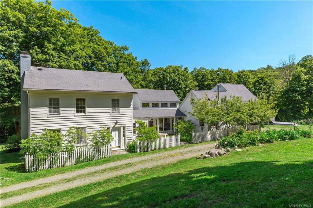 Early Federal farmhouse with entry hall,three bedrooms,music room, library, full and half bath. Orig
