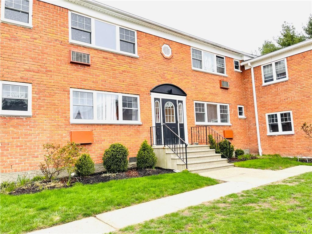 Please Come and see this 2nd Floor 2 Bedroom, 1 Bath Unit in The Commons.  Updated Kitchen with Stai