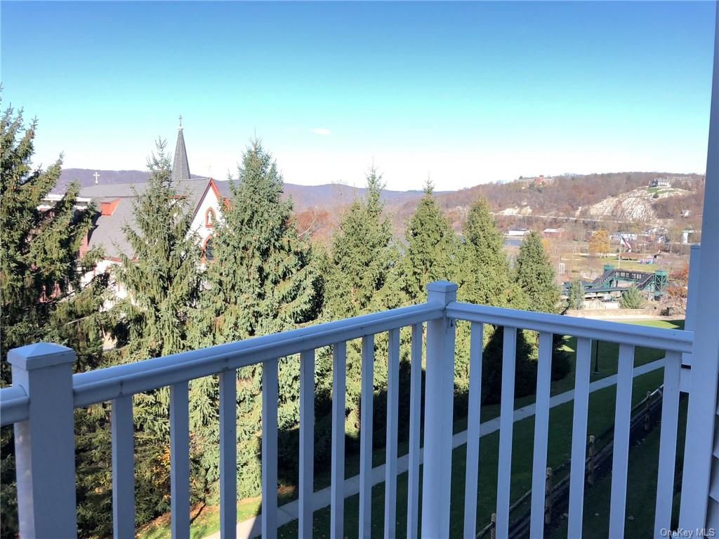 Two bedroom, 3.5 bath condo with Hudson River Views. Immaculate condition.  Eat-in Kitchen with gran