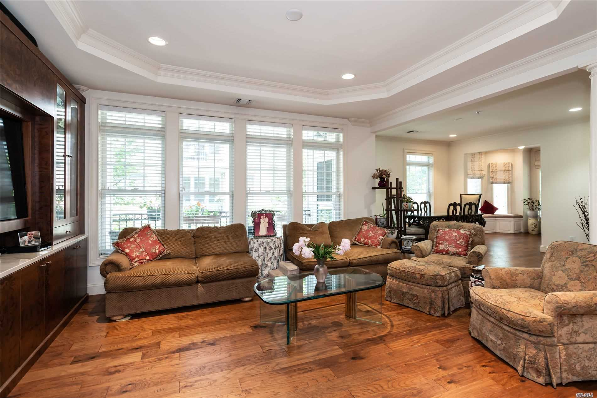 577 Pacing Way, Westbury, NY, 11590