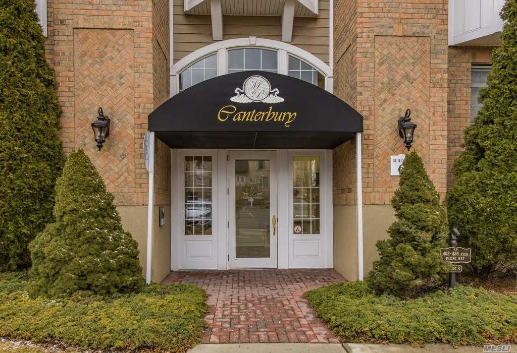 406 Pacing Way, Westbury, NY, 11590